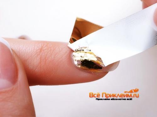 Приклеивание фольги на ногти