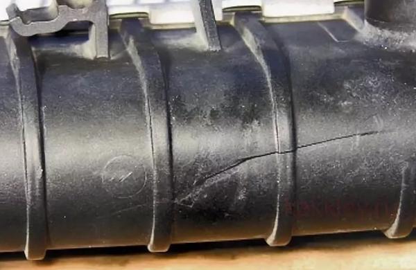 Как и чем заклеить трещину на радиаторе из пластмассы